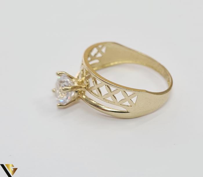 """Inel din aur 14k, 585 2.15 grame Latime inelului la partea superioara este de 8 mm Diametrul inelului este de 17.5mm Masura standard RO: 54 si UE: 14 Marcaj cu titlul """"585"""" Locatie Harlau 2"""