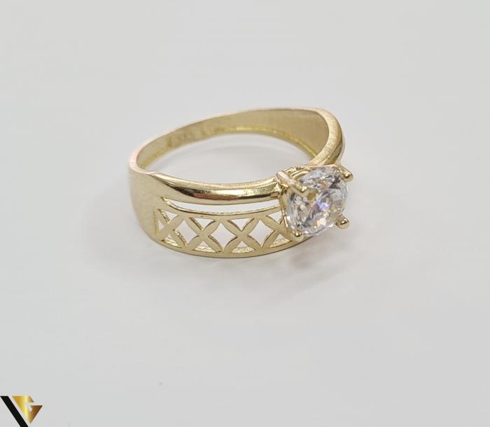 """Inel din aur 14k, 585 2.15 grame Latime inelului la partea superioara este de 8 mm Diametrul inelului este de 17.5mm Masura standard RO: 54 si UE: 14 Marcaj cu titlul """"585"""" Locatie Harlau 3"""
