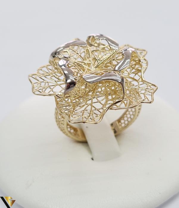 """Inel din aur 14k, 585 5.10 grame Latime inelului la partea superioara este de 29.5 mm Diametrul inelului este de 17mm Masura standard RO: 53 si UE: 13 Marcaj cu titlul """"585"""" Locatie Harlau [0]"""