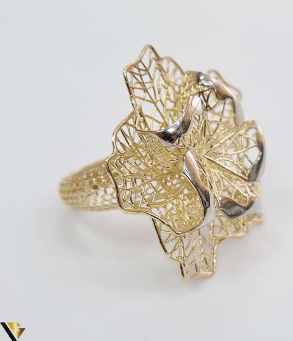 """Inel din aur 14k, 585 5.10 grame Latime inelului la partea superioara este de 29.5 mm Diametrul inelului este de 17mm Masura standard RO: 53 si UE: 13 Marcaj cu titlul """"585"""" Locatie Harlau [1]"""