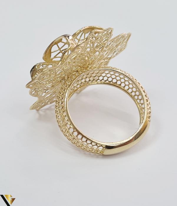 """Inel din aur 14k, 585 5.10 grame Latime inelului la partea superioara este de 29.5 mm Diametrul inelului este de 17mm Masura standard RO: 53 si UE: 13 Marcaj cu titlul """"585"""" Locatie Harlau [2]"""