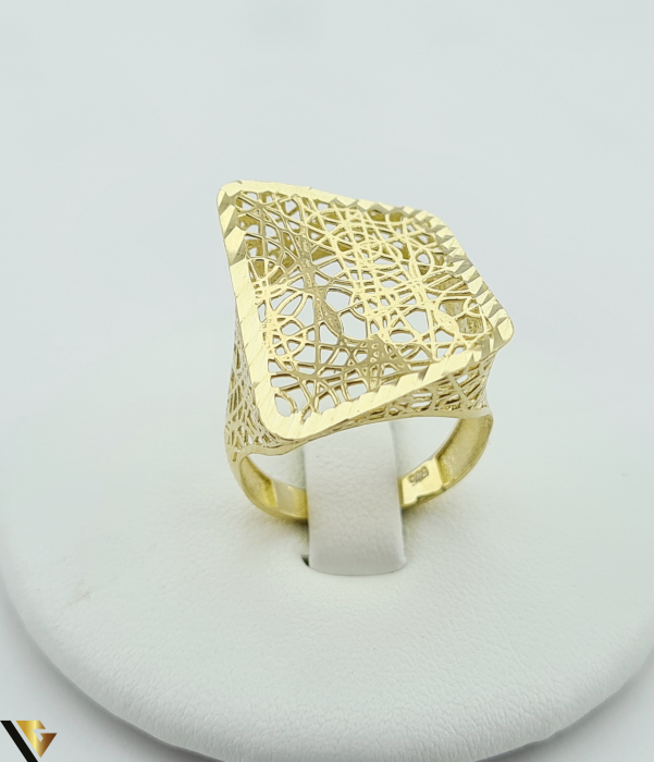 """Inel din aur 14k, 585 3.13 grame Latime inelului la partea superioara este de 21mm Diametrul inelului este de 18mm Masura standard RO: 56 si UE: 16 Marcaj cu titlul """"585"""" Locatie Harlau [0]"""