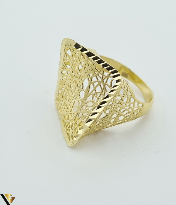 """Inel din aur 14k, 585 3.13 grame Latime inelului la partea superioara este de 21mm Diametrul inelului este de 18mm Masura standard RO: 56 si UE: 16 Marcaj cu titlul """"585"""" Locatie Harlau [2]"""