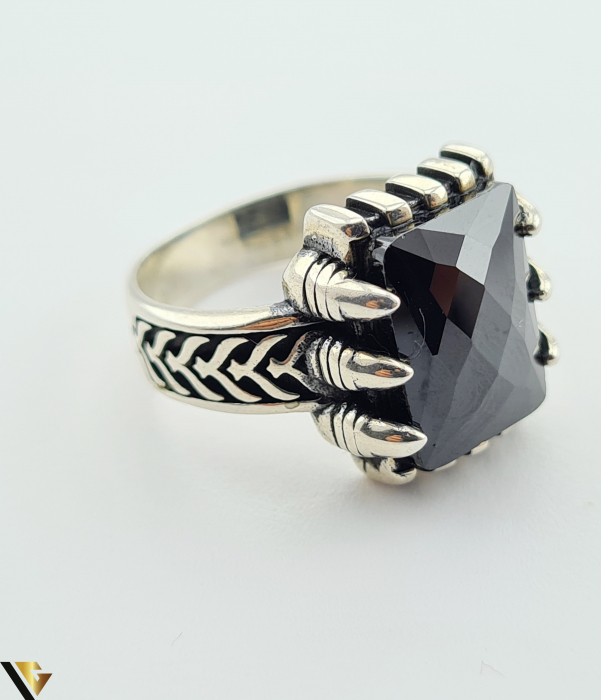 """Inel din argint, 925 9.48 grame Latime inel 15.5 mm Diametrul inelului este de 19.5mm (masura standard RO: 61 si UE: 21) Marcaj cu titlul """"925"""" Locatie HARLAU [1]"""