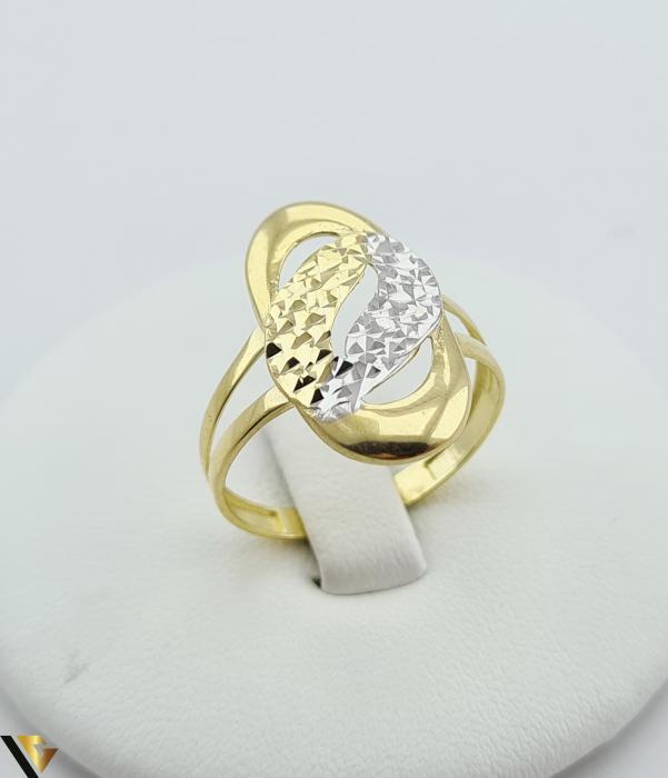 """Inel din aur 14k, 585 2.12 grame Latime inelului la partea superioara este de 21.5 mm Diametrul inelului este de 18.5mm Masura standard RO: 59 si UE: 19 Marcaj cu titlul """"585"""" Locatie Harlau [0]"""