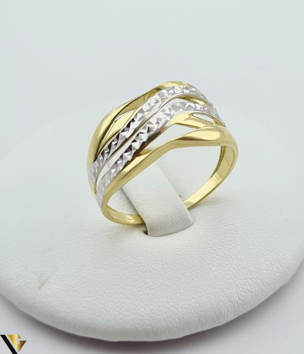 """Inel din aur 14k, 585 2.41 grame Latime inelului la partea superioara este de 9 mm Diametrul inelului este de 20mm Masura standard RO: 62 si UE: 22 Marcaj cu titlul """"585"""" Locatie Harlau [0]"""