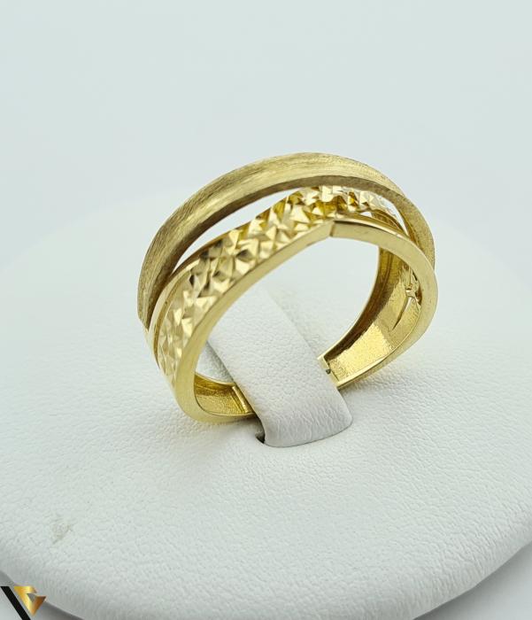"""Inel din aur 14k, 585 2.69 grame Latime inelului la partea superioara este de 6.8 mm Diametrul inelului este de 18mm Masura standard RO: 57 si UE: 18 Marcaj cu titlul """"585"""" Locatie Harlau [0]"""