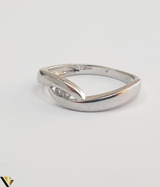 """Inel aur alb 14k, 585 2.47 grame 2 diamante circulare de cca. 0.02 ct montate central Diametrul inelului este de 18 mm Marcaj cu titlul """"585"""" Locatie HARLAU 27761 [1]"""