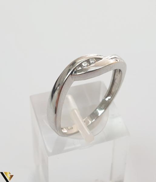 """Inel aur alb 14k, 585 2.47 grame 2 diamante circulare de cca. 0.02 ct montate central Diametrul inelului este de 18 mm Marcaj cu titlul """"585"""" Locatie HARLAU 27761 0"""