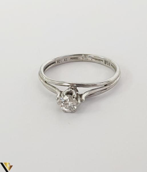 """Inel aur alb 18k,750 Diamant central """"Brilliant Cut"""" de cca. 0.30 ct,in montura suprainaltata Inaltimea inelului la partea superioara este de 5.90 mm Diametrul inelului este de 16.90 mm Locatie HARLAU 31692 2"""