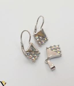 """Set format din cercei si pandant din argint 925 4.12 grame Cristale zirconiu Dimensiuni pandant: 22 mm / 11 mm Dimensiuni cercei: 22mm / 11 mm Produs NOU Marcaj cu titlul """"925"""" Locatie  HARLAU [3]"""