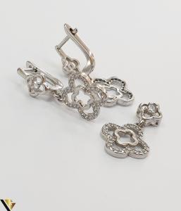 """Set format din cercei si pandant din argint 925 5.60 grame Cristale zirconiu Dimensiuni pandant: 23 mm / 13 mm Dimensiuni cercei: 28mm / 13 mm Produs NOU Marcaj cu titlul """"925"""" Locatie  HARLAU [2]"""
