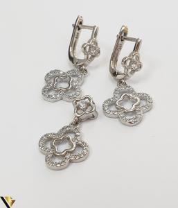"""Set format din cercei si pandant din argint 925 5.60 grame Cristale zirconiu Dimensiuni pandant: 23 mm / 13 mm Dimensiuni cercei: 28mm / 13 mm Produs NOU Marcaj cu titlul """"925"""" Locatie  HARLAU [3]"""