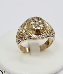"""Inel din aur 14k, 585 8.55 grame Latime inelului la partea superioara este de 18 mm Diametrul inelului este de 21.5 mm Masura standard RO: 68 si UE: 28 Marcaj cu titlul """"585"""" Locatie Harlau [0]"""