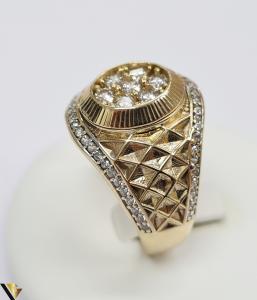 """Inel din aur 14k, 585 8.55 grame Latime inelului la partea superioara este de 18 mm Diametrul inelului este de 21.5 mm Masura standard RO: 68 si UE: 28 Marcaj cu titlul """"585"""" Locatie Harlau [1]"""