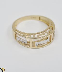 """Inel din aur 14k, 585 2.56 grame Latime inelului la partea superioara este de 5 mm Diametrul inelului este de 18 mm Masura standard RO: 56 si UE: 16 Marcaj cu titlul """"585"""" Locatie Harlau [1]"""