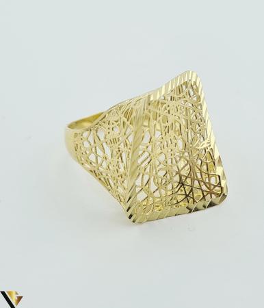 """Inel din aur 14k, 585 3.13 grame Latime inelului la partea superioara este de 21mm Diametrul inelului este de 18mm Masura standard RO: 56 si UE: 16 Marcaj cu titlul """"585"""" Locatie Harlau [1]"""
