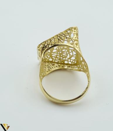 """Inel din aur 14k, 585 3.13 grame Latime inelului la partea superioara este de 21mm Diametrul inelului este de 18mm Masura standard RO: 56 si UE: 16 Marcaj cu titlul """"585"""" Locatie Harlau [3]"""