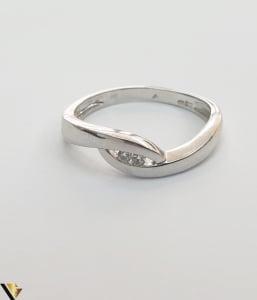 """Inel aur alb 14k, 585 2.47 grame 2 diamante circulare de cca. 0.02 ct montate central Diametrul inelului este de 18 mm Marcaj cu titlul """"585"""" Locatie HARLAU 27761 [2]"""
