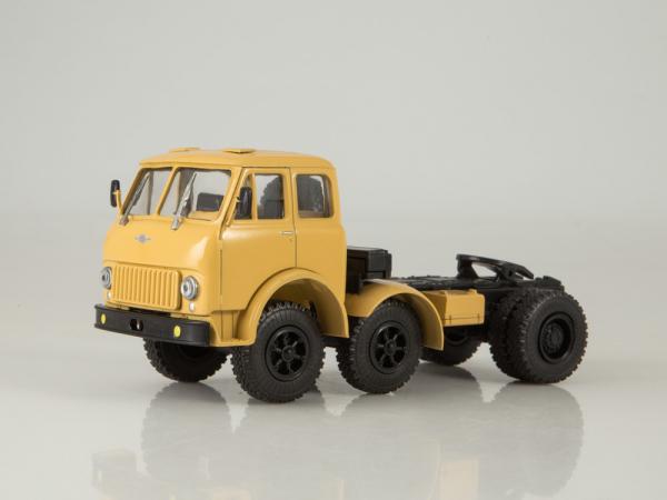 Macheta cap tractor MAZ 520, scara 1:43 0