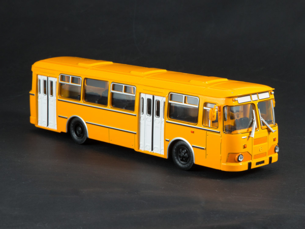 Macheta autobuz LiAZ-677M, scara 1:43 2