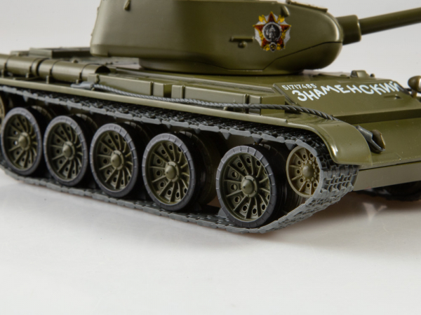 Macheta tanc rusesc T-44, scara 1:43 3