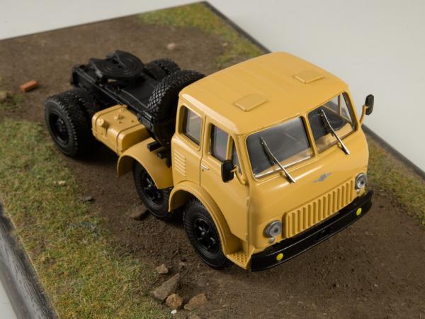 Macheta cap tractor MAZ 520, scara 1:43 5