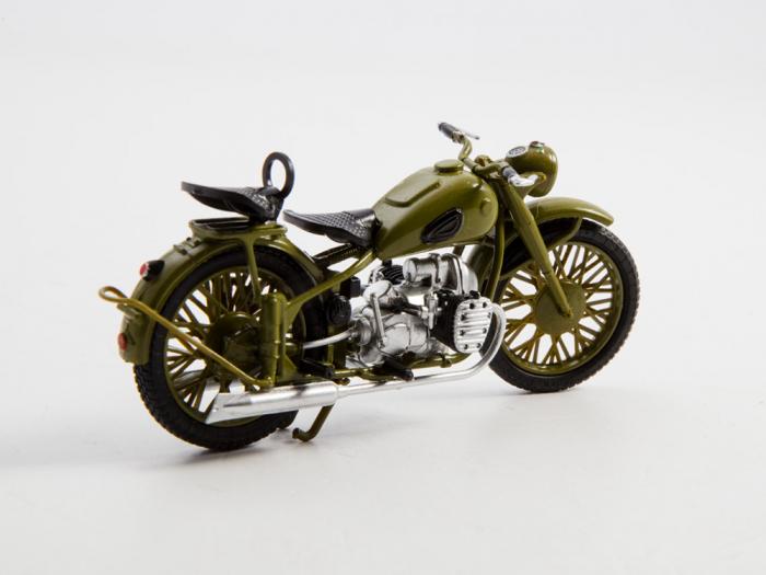 Macheta motocicleta ruseasca M-72, scara 1:24 [7]