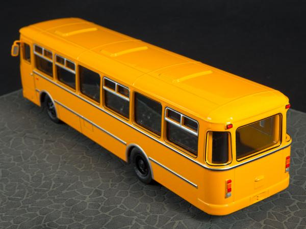 Macheta autobuz LiAZ-677M, scara 1:43 7