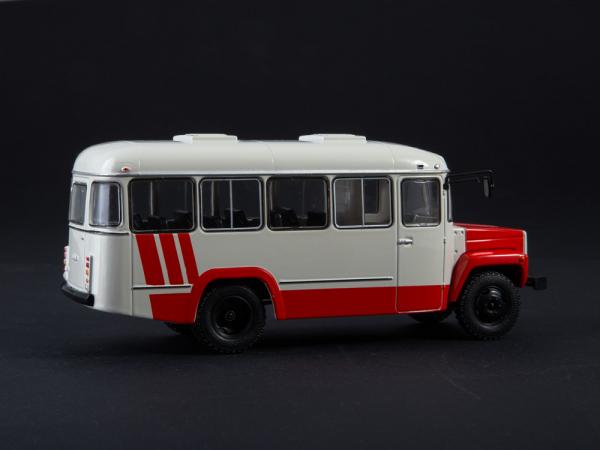 Macheta autobuz KAVZ-3976 cu revista, scara 1:43 1
