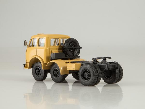 Macheta cap tractor MAZ 520, scara 1:43 1