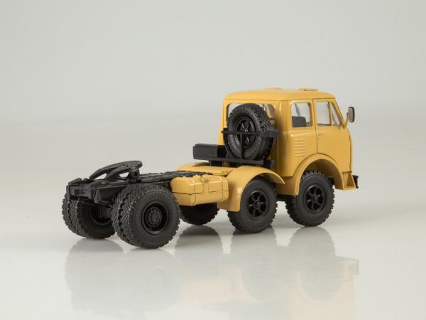 Macheta cap tractor MAZ 520, scara 1:43 2