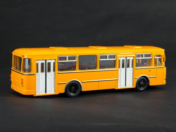 Macheta autobuz LiAZ-677M, scara 1:43 3