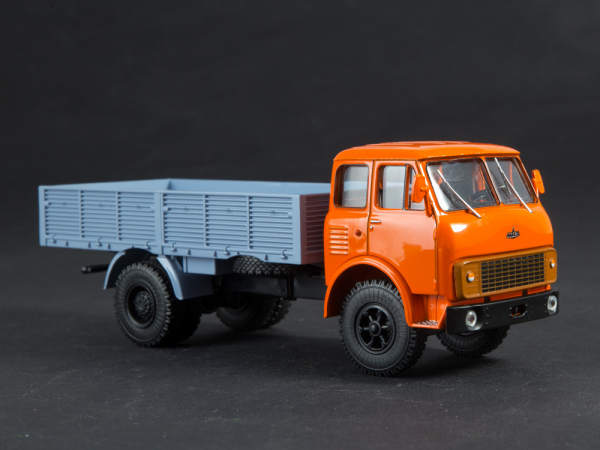 Macheta camion MAZ 5335 scara 1:43 [2]
