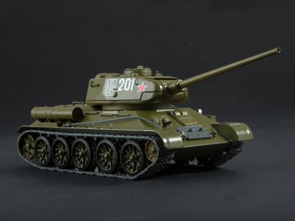 Macheta tanc rusesc T-34-85, scara 1:43 1