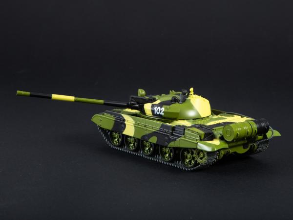 Macheta tanc rusesc T-62M, scara 1:43 3