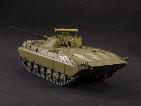 Macheta transportor blindat rusesc BMP-2D, scara 1:43 4
