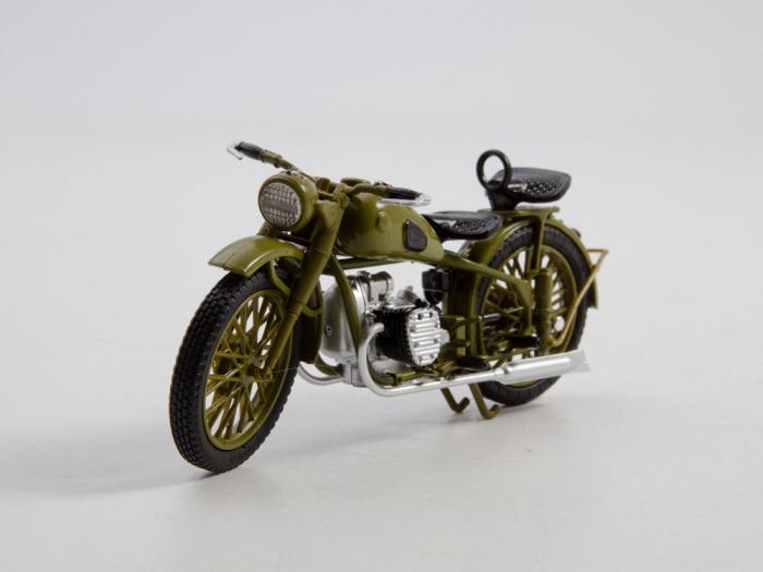 Macheta motocicleta ruseasca M-72, scara 1:24 [5]