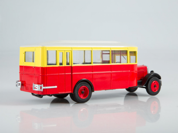 Macheta autobuz ZIS 8 cu revista, scara 1:43 1