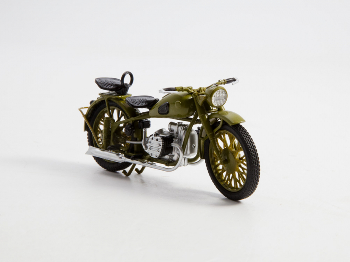 Macheta motocicleta ruseasca M-72, scara 1:24 [6]