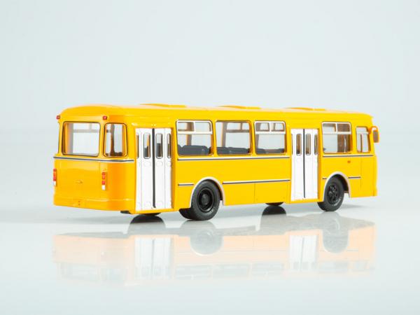 Macheta autobuz LiAZ-677M, scara 1:43 1