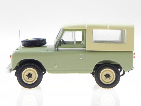Macheta Land Rover 88 Series II, scara 1:43 1
