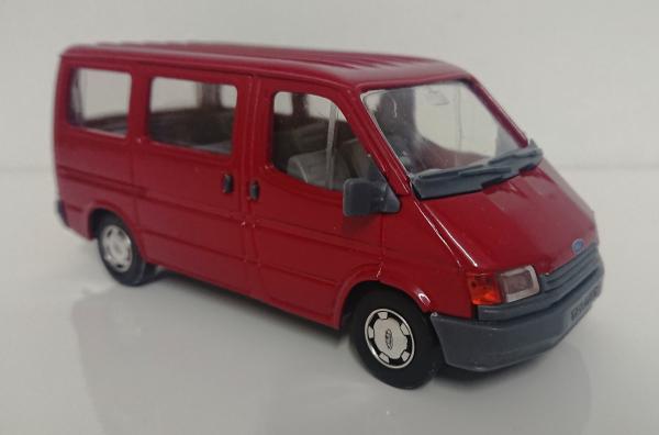 Macheta microbuz Ford Transit Mk4, scara 1:35 1