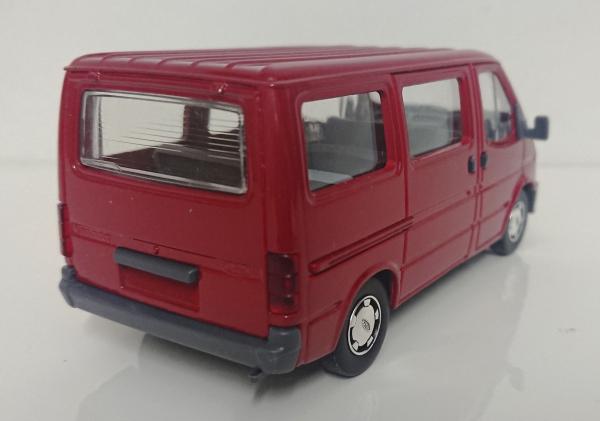 Macheta microbuz Ford Transit Mk4, scara 1:35 2