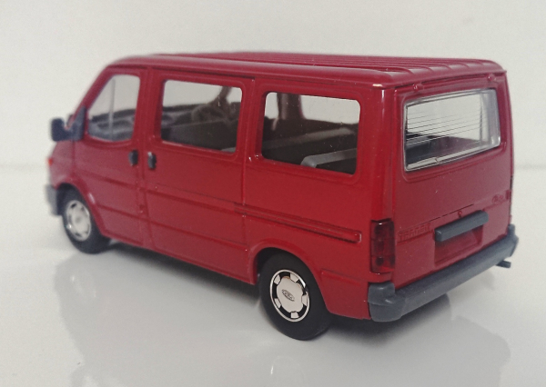 Macheta microbuz Ford Transit Mk4, scara 1:35 3