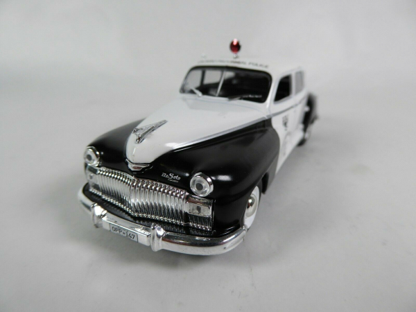 Macheta auto Chrysler DeSoto, politia canadiana, scara 1:43 2