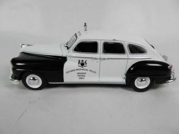 Macheta auto Chrysler DeSoto, politia canadiana, scara 1:43 0