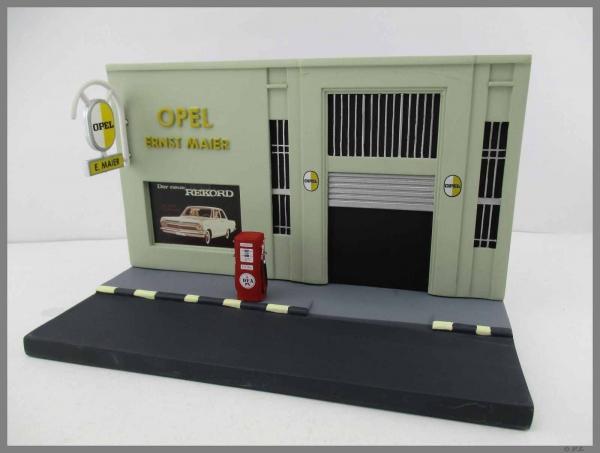 Diorama service Opel, scara 1:43 0