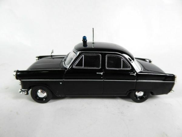 Macheta auto Ford Consul Mk2, politia britanica, scara 1:43 1