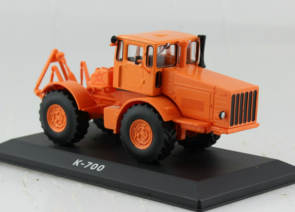 Macheta tractor Kirovets K-700, Rusia, scara 1:43 0